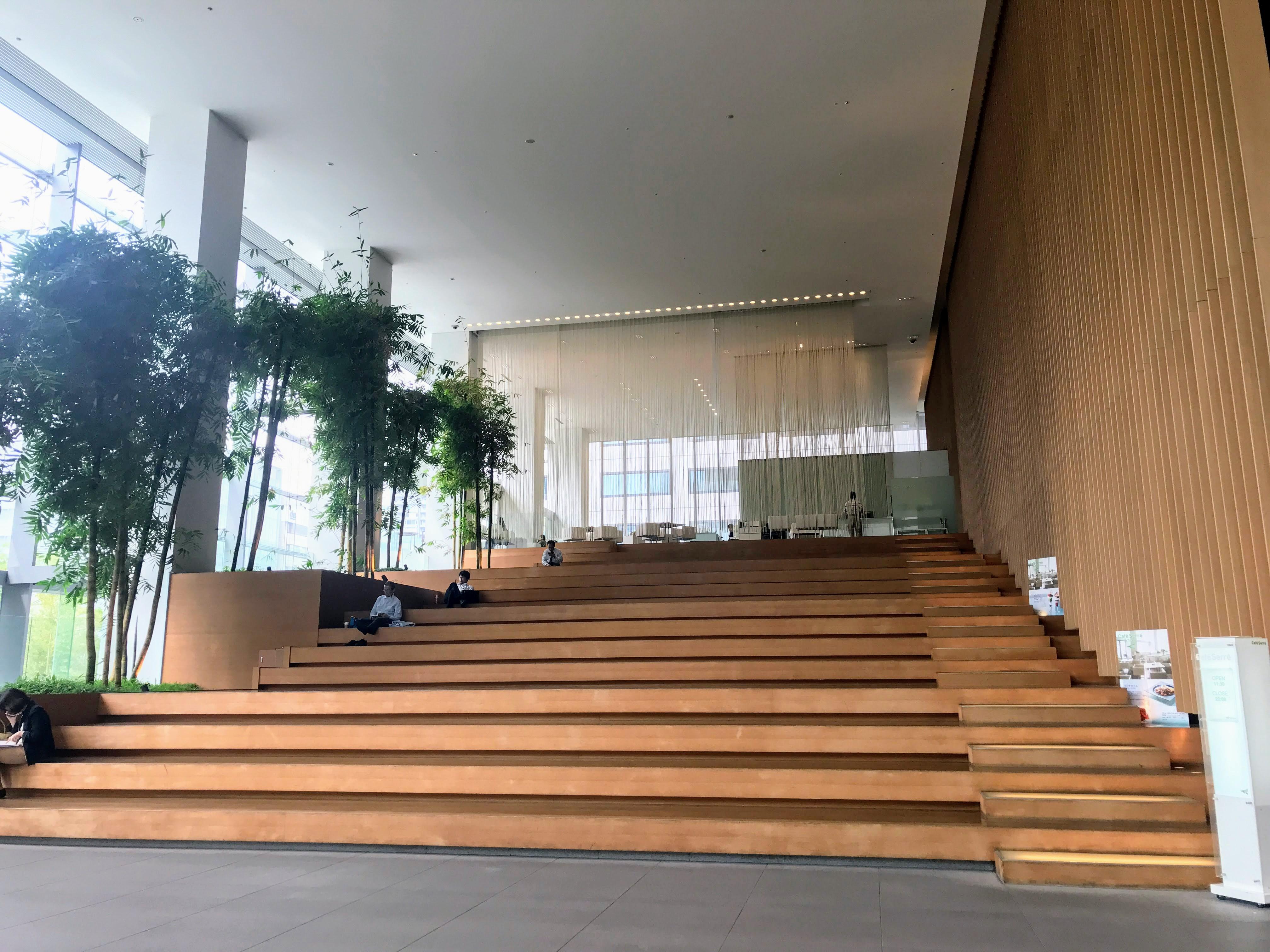 銀座松竹スクエア 大階段